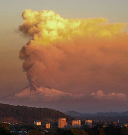 Eruption du volcan Llaima, Temuco, Chili - CC-BY-SA Aureur Flickr/Urbatem2